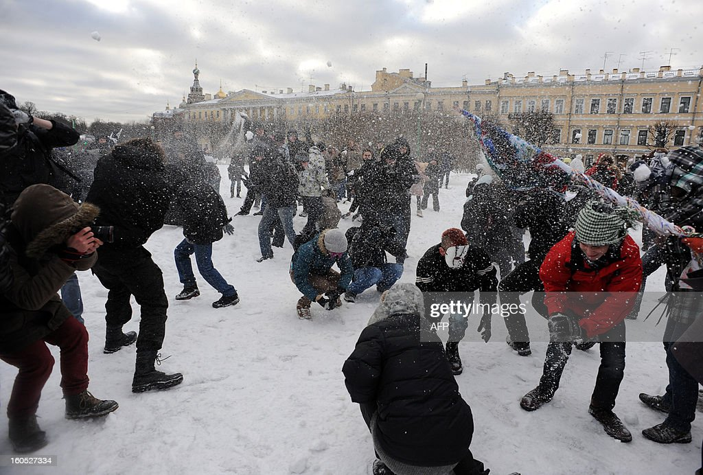 Young people play with snowballs as they take part a flash mob 'snow battle' in Marsovo Pole (Field of Mars) park, in the Russia's second city of St. Petersburg, on February 2, 2012. AFP PHOTO / OLGA MALTSEVA