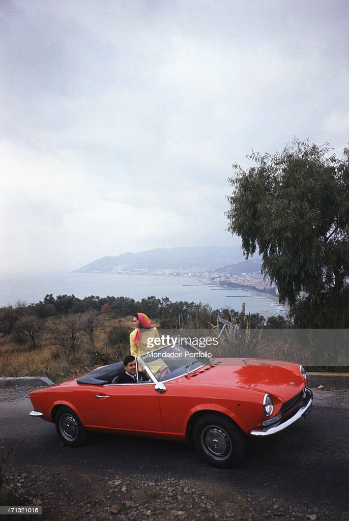 Young people travelling on a Fiat 124 Spider 1960s