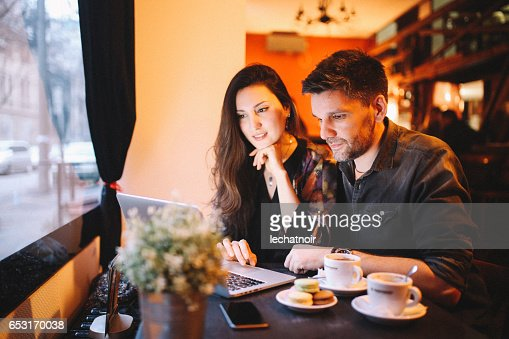 Young people working late in the Belgrade cafe : Stockfoto