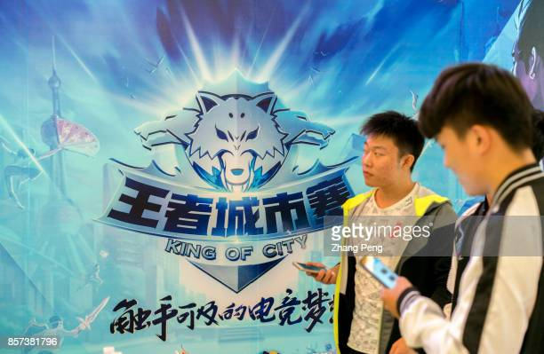 Young players wait to attend the battle match of the mobile game Arena of Valor held in a shopping mall Arena of Valor 5v5 Arena Game China's most...