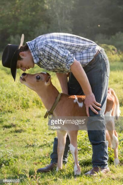 若い Rancher 、子牛のふくらはぎ