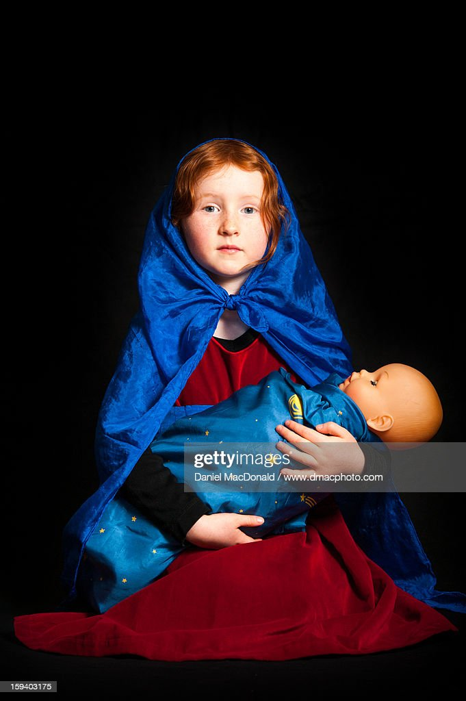 Young redheaded girl posing as Mother Mary : Stock Photo
