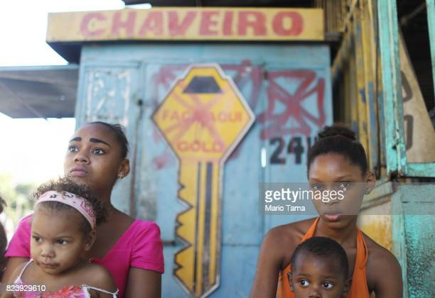 Young residents sit in the MetroMangueira 'favela' community on July 24 2017 in Rio de Janeiro Brazil The favela sits about 750 meters from Maracana...