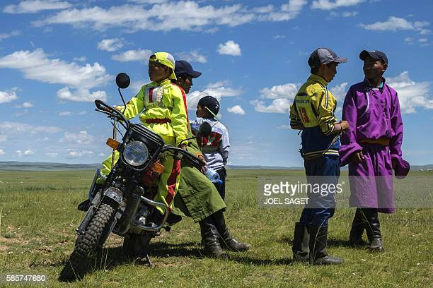Young riders chat during the traditionnal Nadaam festival in a nomad camp in the Ovorkhangai province on July 18 2016 / AFP / JOEL SAGET