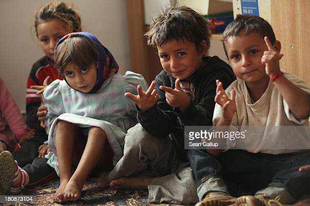 Young Roma children count with their fingers during a preschool class in the abjectly poor Roma settlement of Ponorata on September 10 2013 in...