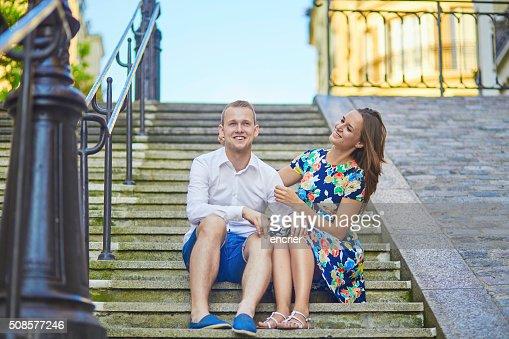 ロマンチックな若いカップルた日付をパリ,フランス : ストックフォト