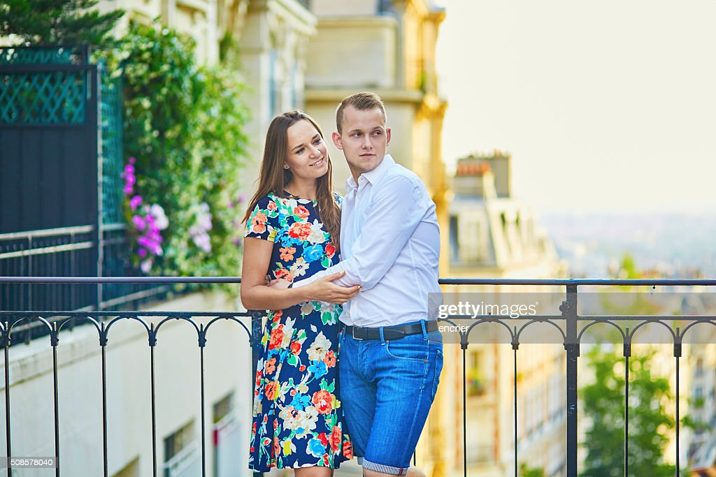 Young romantic couple having a date in Paris, France : Stockfoto