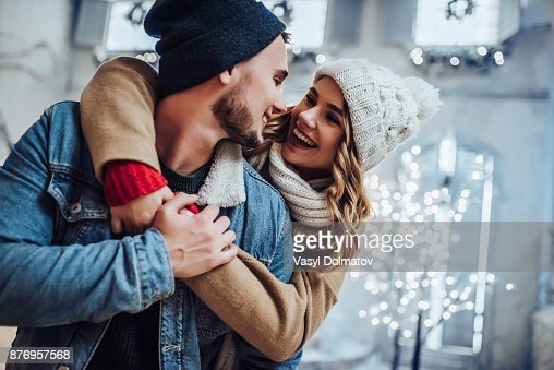 Young romantic couple is having fun outdoors in winter : Foto stock
