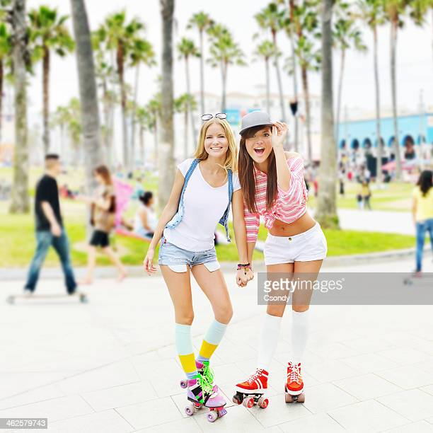 Kleine skater-girls abhängen in Venice Beach