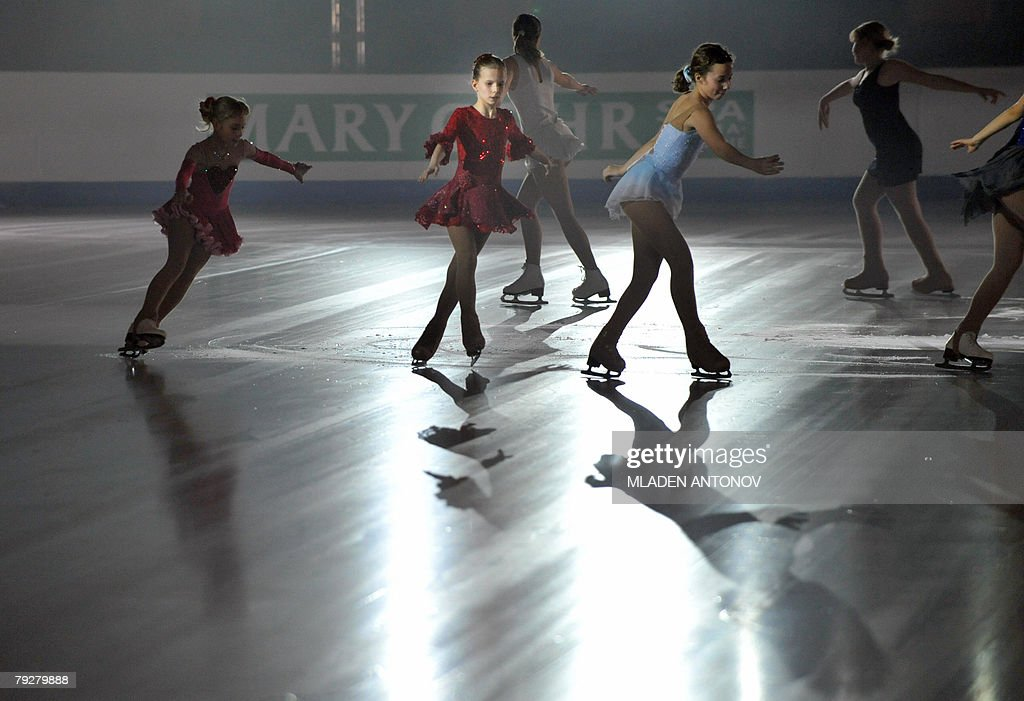 Young skaters perform an exhibition program at the Dom Sportova Arena in Zagreb 27 January 2008 during the gala of the European Figure Skating...