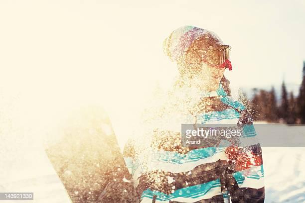 young practicante de snowboard