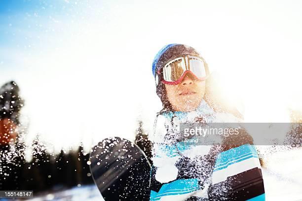 Giovane snowboarder
