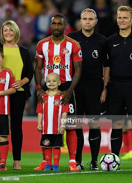 Young Sunderland mascot Bradley Lowery poses with captain Jermain Defoe of Sunderland prior tothe Premier League match between Sunderland and Everton...