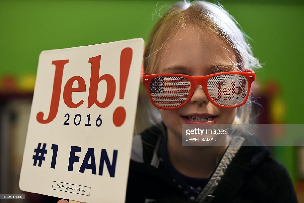 A young supporter of US Republican presidential candidate Jeb Bush displays a placard during a Town Hall meeting in Concord, New Hampshire, on February 5, 2016. / AFP / Jewel Samad