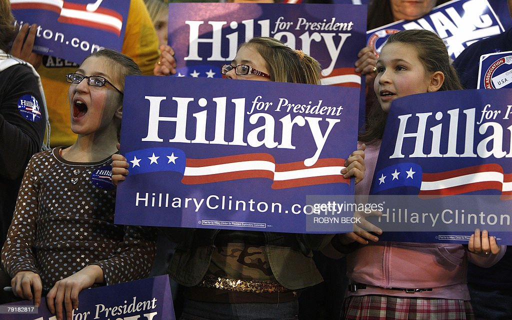 Young supporters of New York Senator and Democratic presidential hopeful Hillary Rodham Clinton cheer at a campaign rally at Bergen County Academies in Hackensack, NJ, 23 January 2008.