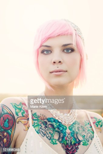 Young tattooed woman with short pink hair : ストックフォト