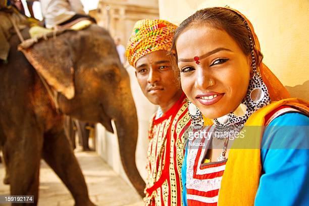 インドで若い 10 代のカップル