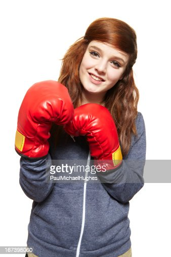 Young teenage girl wearing boxing gloves smiling : Stockfoto