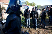 Young traveller children chat to police Travellers at Dale Farm site prior to eviction Riot police and bailiffs were present on 20th October 2011 as...