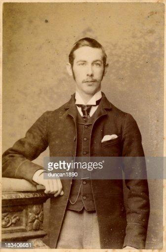 ビクトリア様式の古い若い男性写真