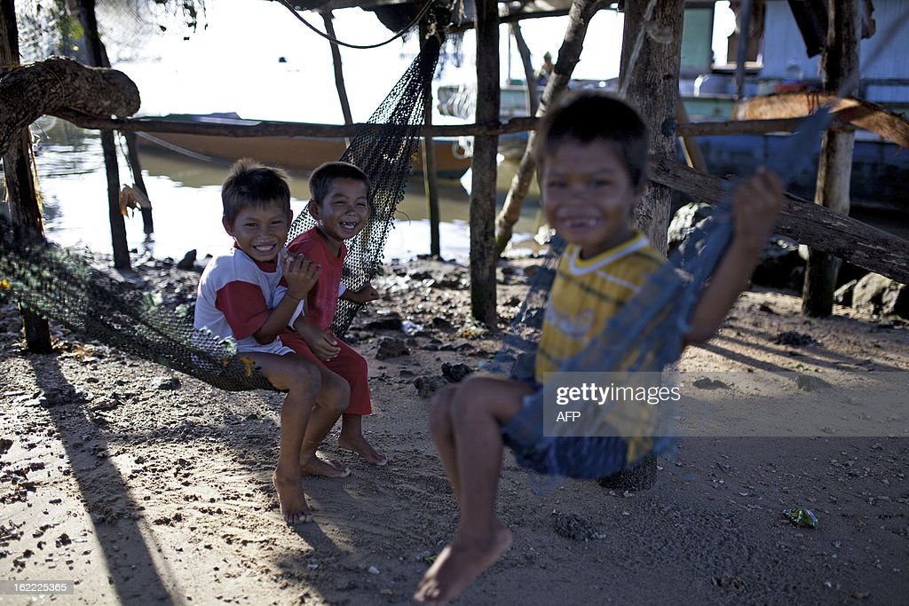 Young villagers play in their yard, in Tanjung Labian, near the location where suspected Philippine militants are holding off on February 21, 2013. Followers of a Philippine sultan who crossed to the Malaysian state of Sabah this month will not leave and are reclaiming the area as their ancestral territory, the sultan said on February 17 amid a tense stand off. AFP PHOTO / MOHD RASFAN