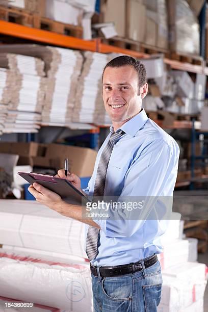 Junge Warehouse Geschäftsmann