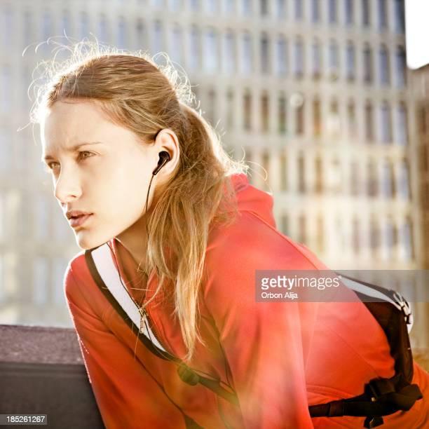 Jeune femme après la course