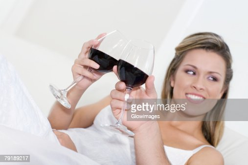 Young woman and a man toasting with wine glasses : Foto de stock