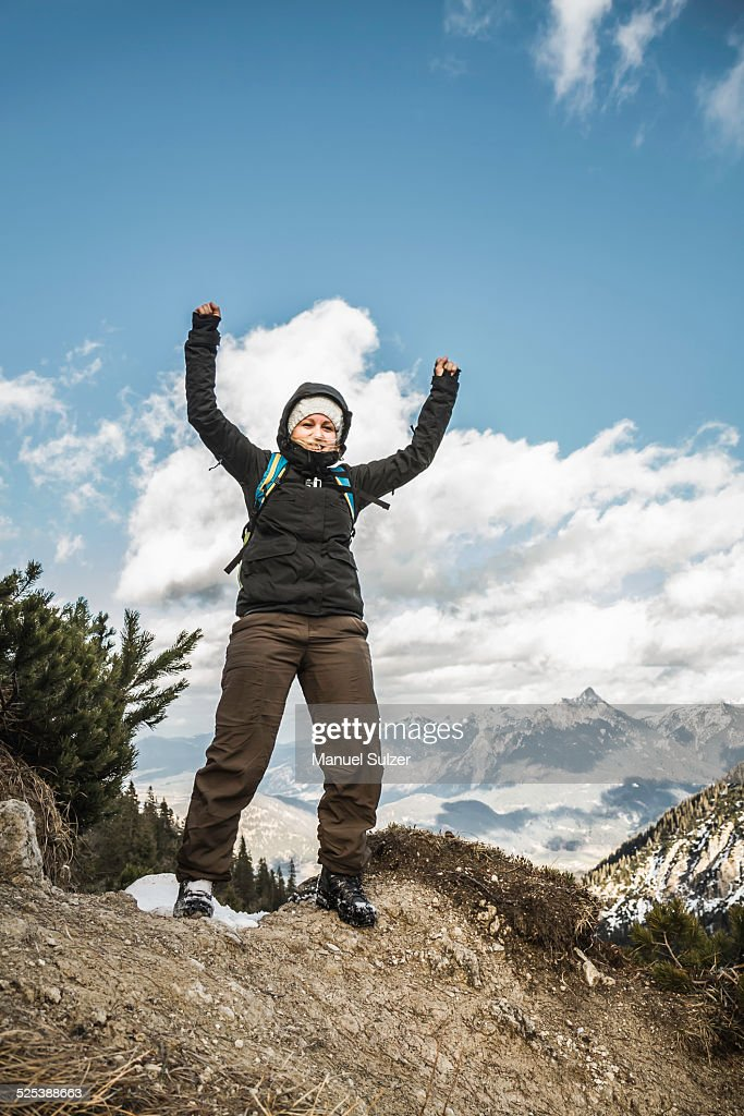 Young woman celebrating on mountain ridge, Hundsarschjoch, Vils, Bavaria, Germany : ストックフォト