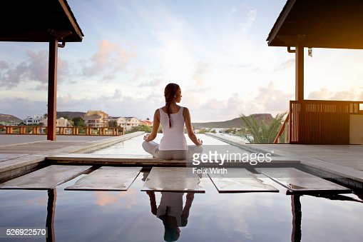 Young woman doing yoga on patio : Stock-Foto