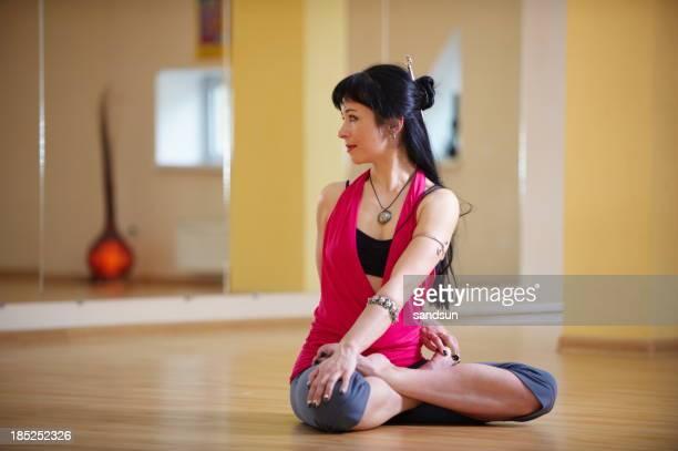 Junge Frau tun yoga