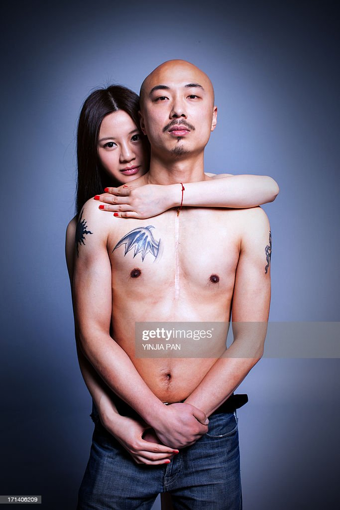 Young woman holdi bald man in her arms : Stock Photo