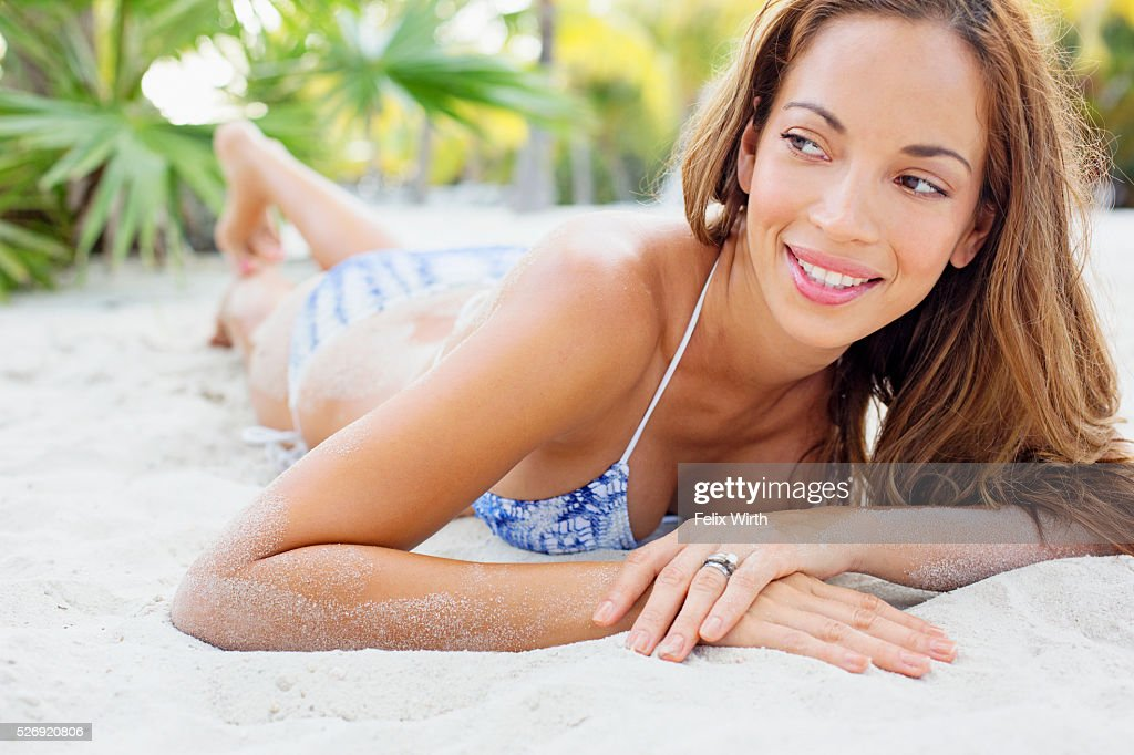 Young woman in bikini resting on beach : Foto stock