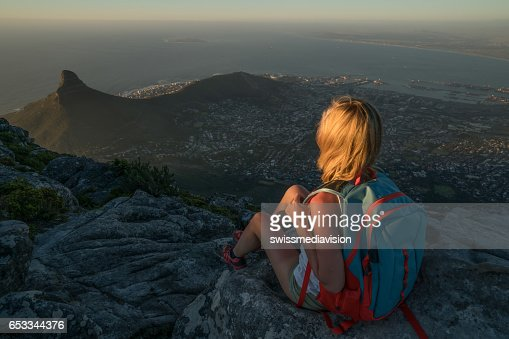 Young woman in Cape Town on top of mountain looking at view : Stock-Foto