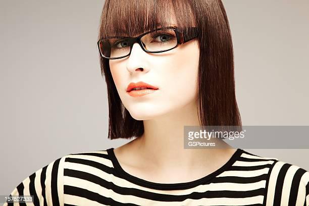 Giovane donna in occhiali