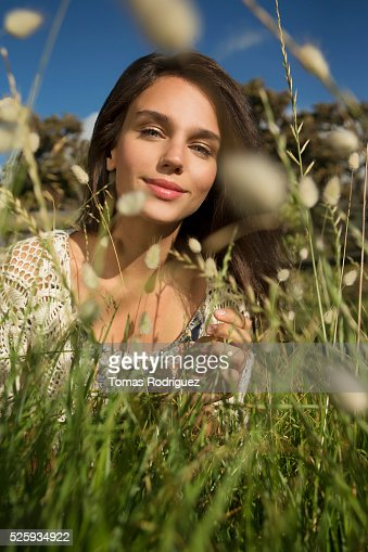 Young woman in grass : Bildbanksbilder