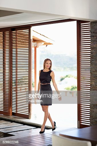 Young woman in modern home : Foto stock