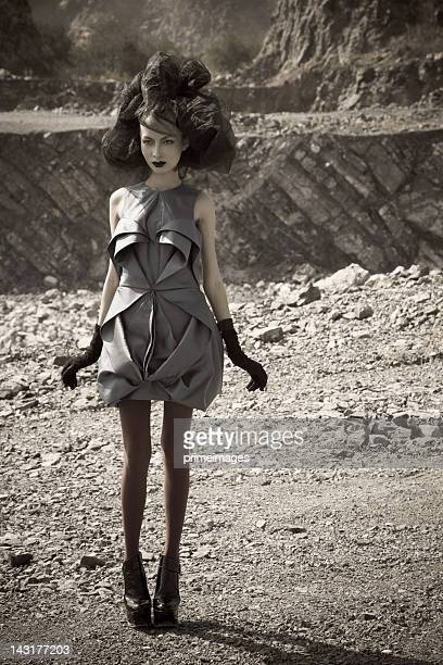 Junge Frau im Mond Raum Planeten