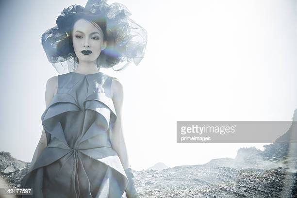 Jeune femme en lune space planets