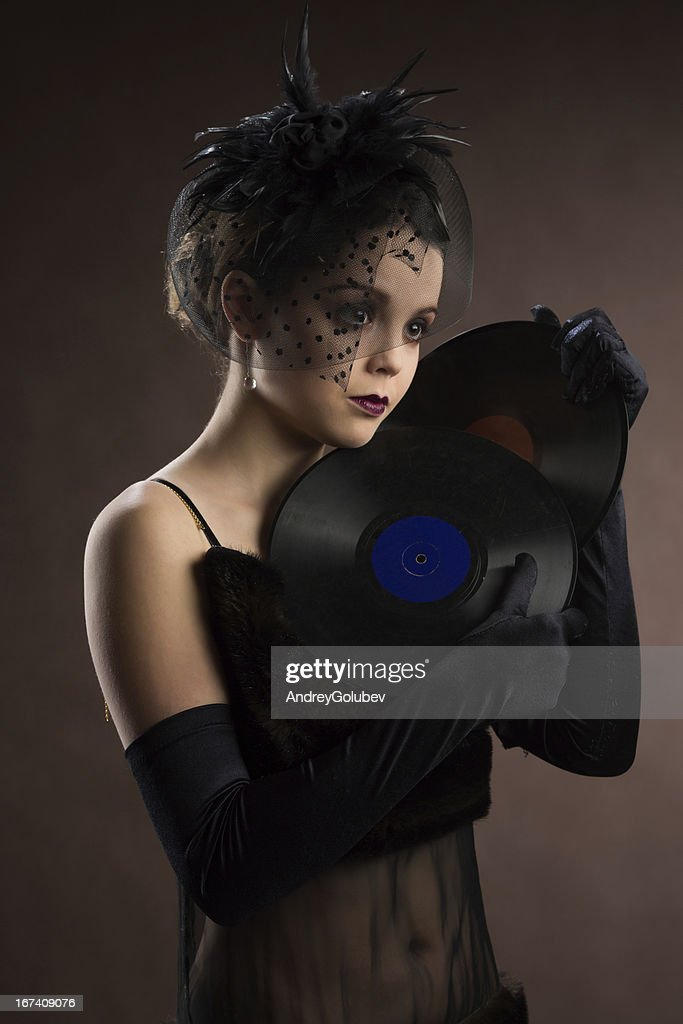 Young woman in retro style with vinyl plate : Stockfoto