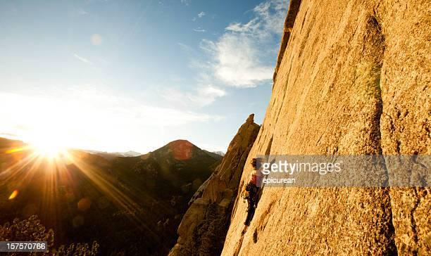 Jeune femme d'une voie d'escalade, dans le Colorado
