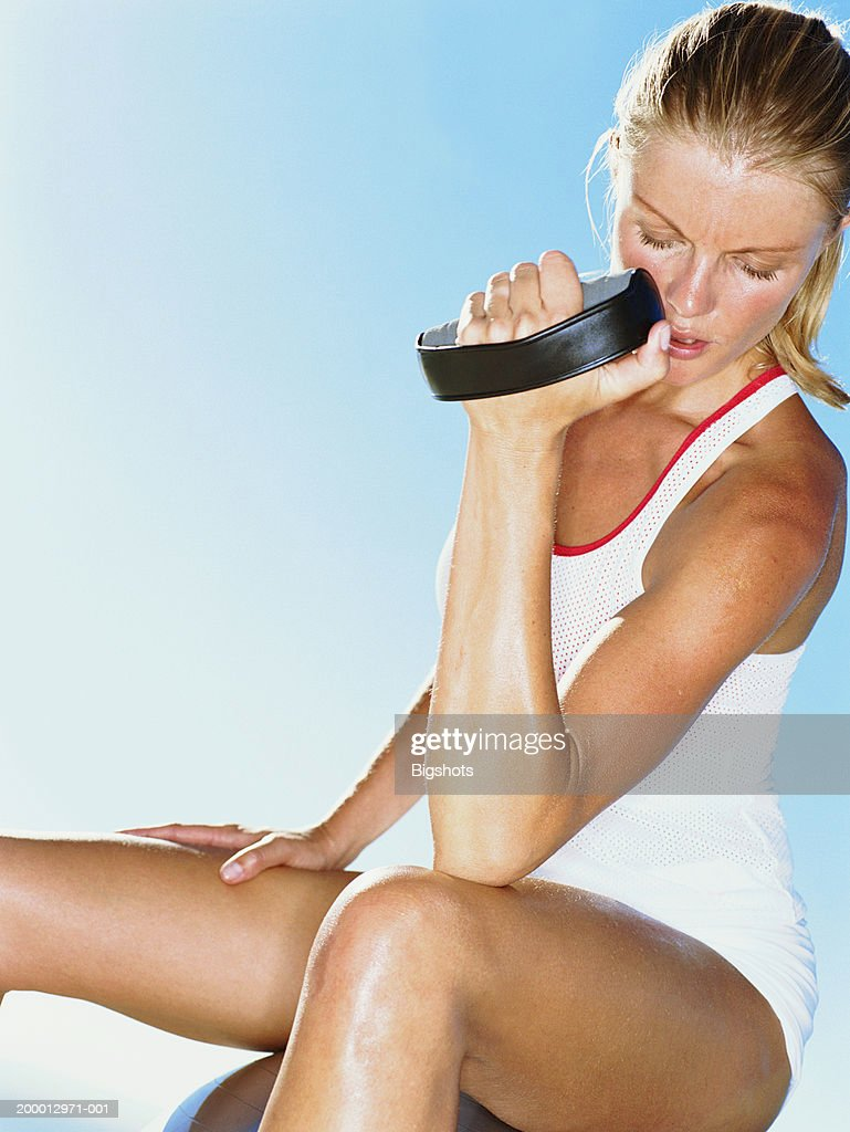 Young woman lifting free weight : Stock Photo