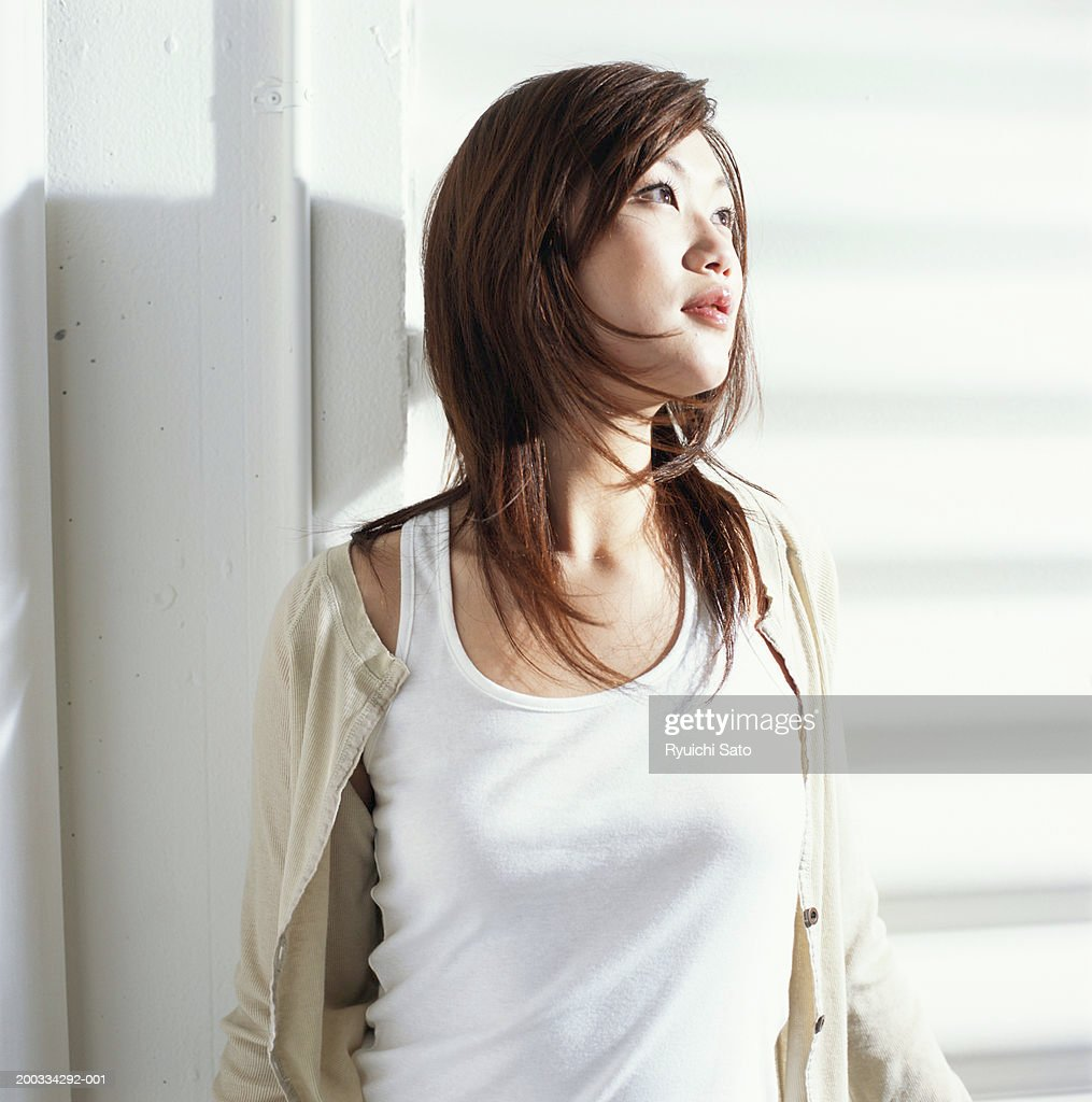 Young woman looking away : Stock Photo