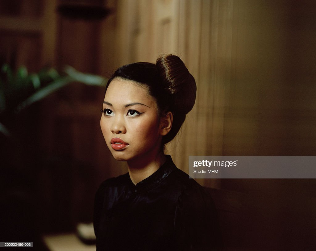 Young woman looking up : Stock Photo