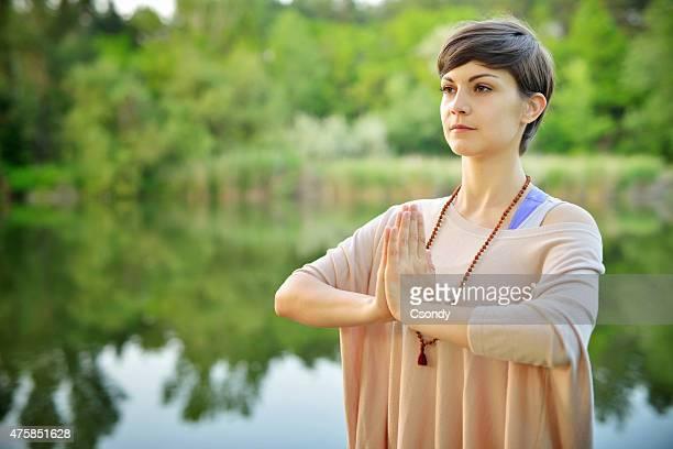 Junge Frau Meditieren