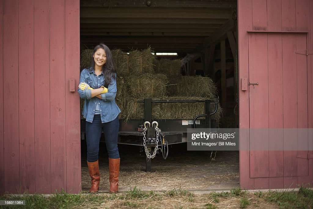 A young woman on a traditional farm in the countryside of New York State, USA : Stock Photo