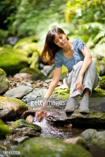 Young woman playing with water : ストックフォト