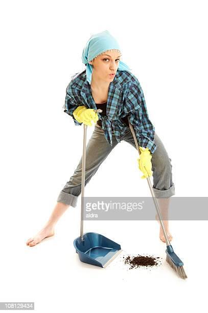 Junge Frau posieren atemberaubenden Etage mit Staub Pan