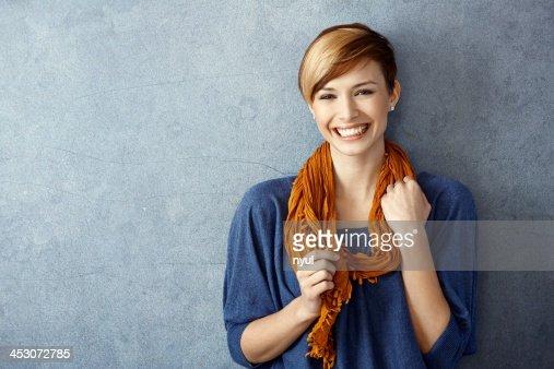 Junge Frau lächelnd Fröhlich : Stock-Foto