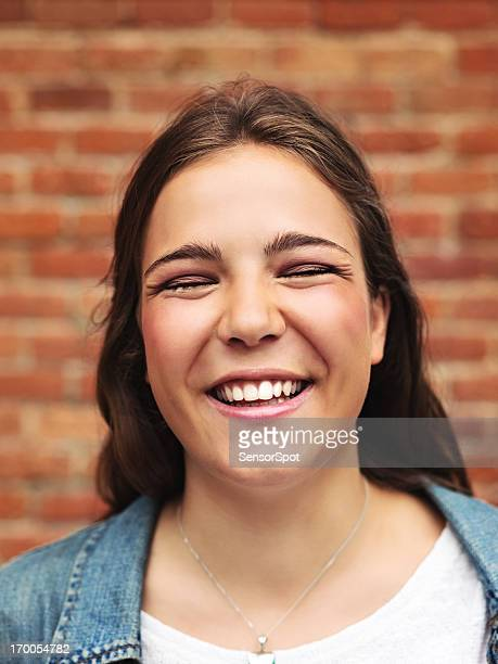 Junge Frau lächelnd